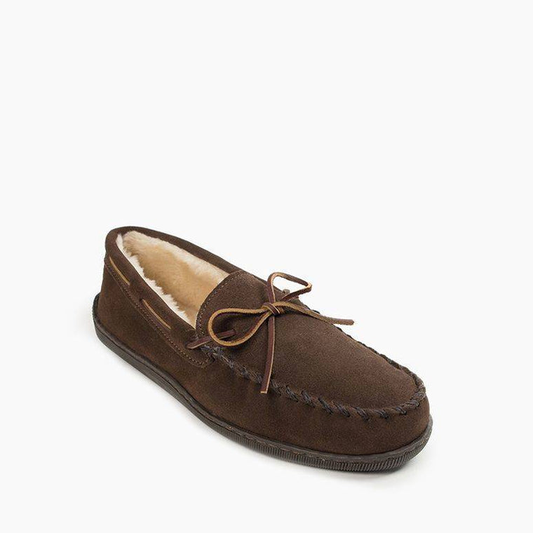 Men's Minnetonka Pile Lined Hardsole Slippers - Chocolate