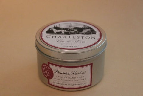 Soy candle tin, fragrance of fresh cotton.