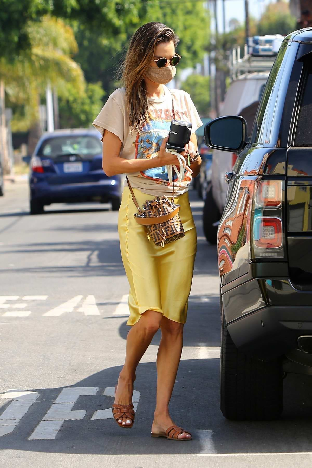 alessandra ambrosio yellow skirt