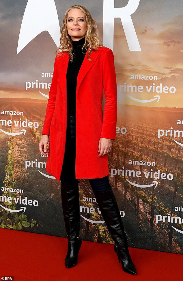 jeri ryan red coat