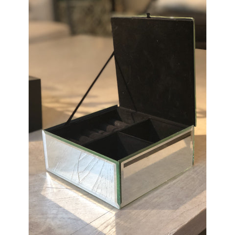 Image of Hayden Square Jewellery Case (Gold Glitter)
