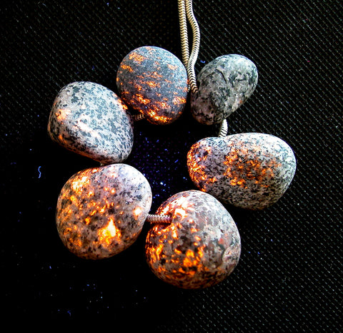 DVH 6 Yooperlite Beachstone BEADS Fluorescent Sodalite 2.5oz, 75g, matte finish (2712)