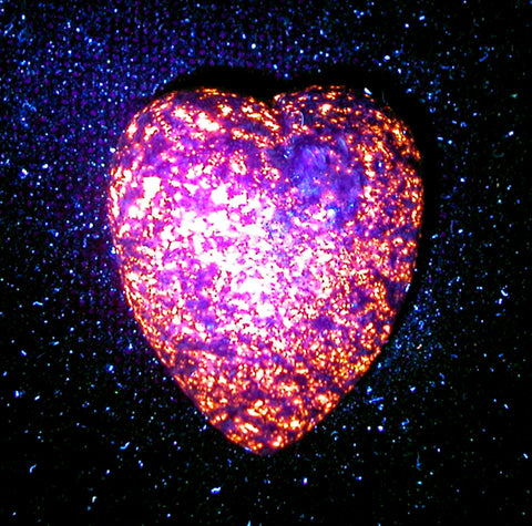 DVH Yooperlite Heart Fluorescent Sodalite in Syenite Michigan 40x33x18 (3130)