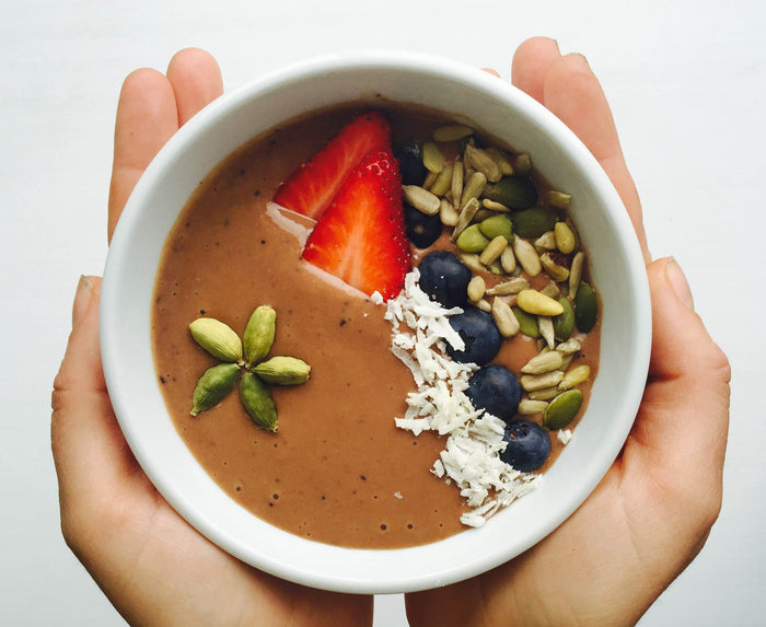 SUPER SPICED CACAO, BANANA & BERRY SMOOTHIE BOWL