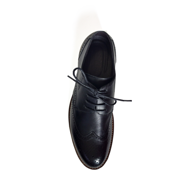 The Wingtip Commanders in Black