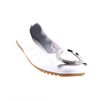 https://cdn.shopify.com/s/files/1/1218/9560/files/Django-and-juliette-Lilyana-ballet-flats-white.mp4