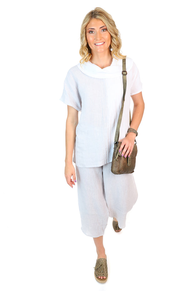 A trendy white and grey linen outfit paired with khaki shoes and a khaki handbag.