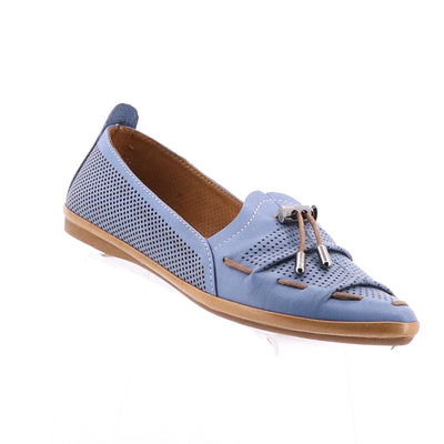 https://cdn.shopify.com/s/files/1/1218/9560/files/mago-whip-leather-flats-denim.mp4