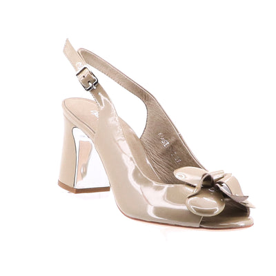https://cdn.shopify.com/s/files/1/1218/9560/files/django-karria-heels-taupe.mp4