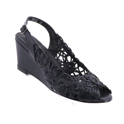 https://cdn.shopify.com/s/files/1/1218/9560/files/emma-kate-excel-wedge-black.mp4