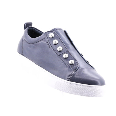 https://cdn.shopify.com/s/files/1/1218/9560/files/hinako-pearl-sneaker-blue_ab194cab-1b89-4e96-a37c-601e27a13973.mp4