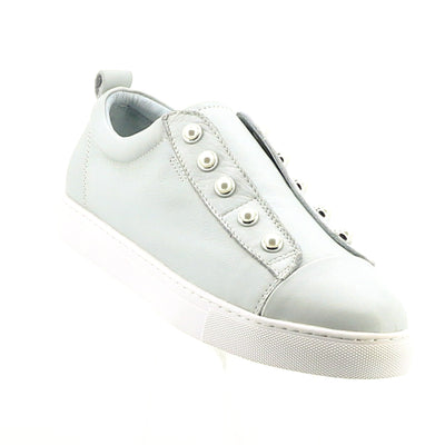 https://cdn.shopify.com/s/files/1/1218/9560/files/hinako-pearl-sneaker-light-blue_74c608b8-ad5a-42f9-a60f-852edf3e40d6.mp4