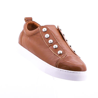 https://cdn.shopify.com/s/files/1/1218/9560/files/hinako-pearl-sneaker-tan.mp4