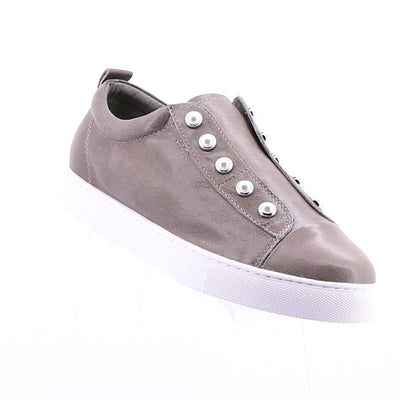 https://cdn.shopify.com/s/files/1/1218/9560/files/hinako-pearl-sneaker-taupe.mp4