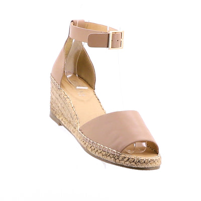 https://cdn.shopify.com/s/files/1/1218/9560/files/human-premium-helene-leather-wedge-heels-nude.mp4