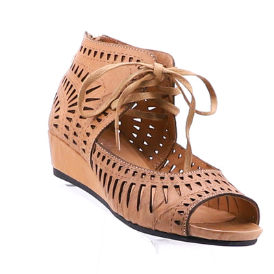 https://cdn.shopify.com/s/files/1/1218/9560/files/isabella-mayan-wedge-sandal-nude.mp4