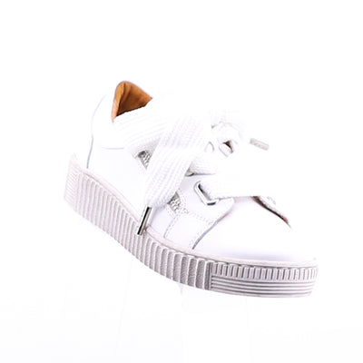 https://cdn.shopify.com/s/files/1/1218/9560/files/effegie-jovi-sneaker-white.mp4
