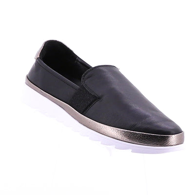 https://cdn.shopify.com/s/files/1/1218/9560/files/rilassare-thrown-loafer-black.mp4