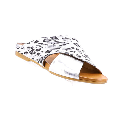 https://cdn.shopify.com/s/files/1/1218/9560/files/sala-europe-silver-animal-print-sliders.mp4