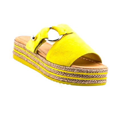 https://cdn.shopify.com/s/files/1/1218/9560/files/topend-about-to-suede-platform-slide-yellow_3553ac0d-8e4a-4688-8bd3-7081d52683ed.mp4
