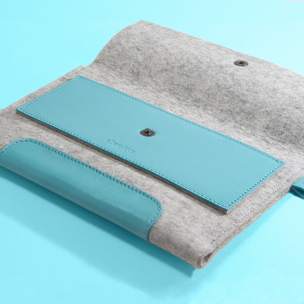 "iPad Mini 2. 7,9"" / iPad Mini 4. 7,9"". Blue Laguna Leather & Light Grey Wool Felt."