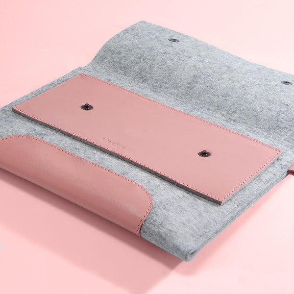 Macbook Air 11 inches. Quartz Rose Leather & Light Grey Wool Felt.