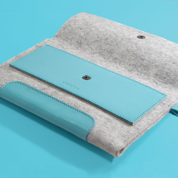 "iPad Air 2 9,7"" / New iPad Pro 9,7"". Blue Laguna Leather & Light Grey 100% Wool Felt."