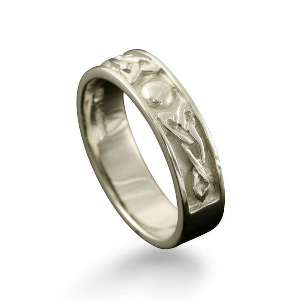 Oxna Celtic Trinity Knot Ring White Gold