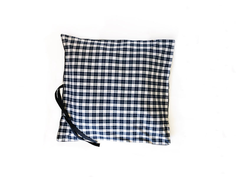 Plaid Flannel & Twill Mini Throwbed In Navy & White - Flat | hedgehouseusa