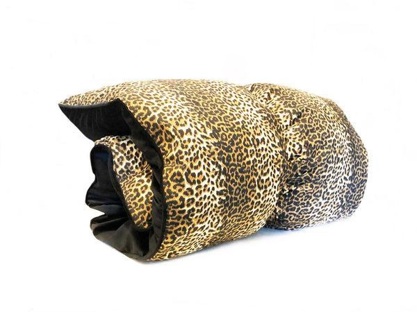 Throwbed in Leopard Twill and Black Velvet
