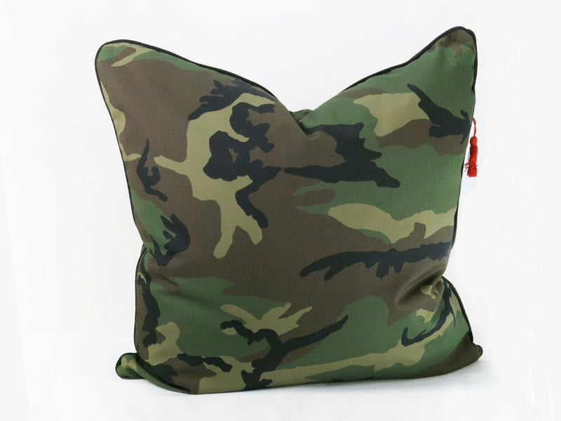 Throw Pillow in Camo