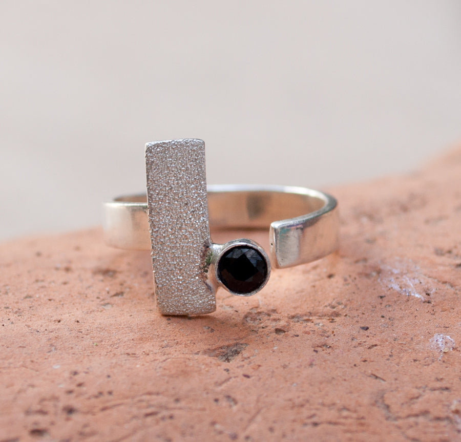 black spinel silver ring, modern silver ring, geometric ring, black stone ring - Handmade with love from Greece