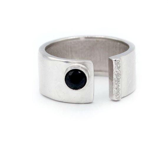 black spinal silver ring adjustable silver ring black stone ring