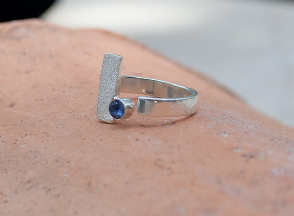 blue iolite silver ring, modern silver ring, geometric ring, blue stone ring