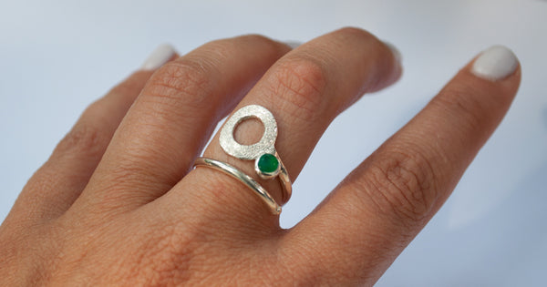 green agate silver ring, open circle ring, green stone ring, modern geometric silver ring