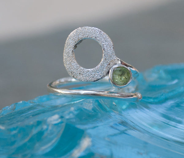 geometric open circle silver ring handmade green peridot circle silver ring -peridot solitaire ring - green stone ring
