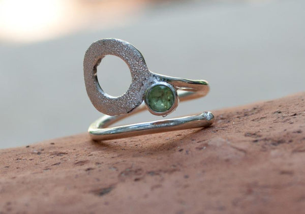 open circle ring, peridot silver ring, silver geometric ring with green stone ring