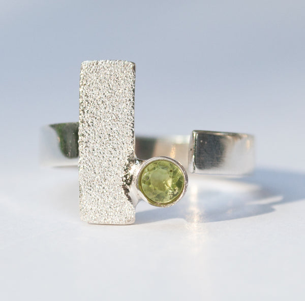 geometric silver ring, peridot silver ring, modern silver ring with green stone ring - Handmade with love from Greece