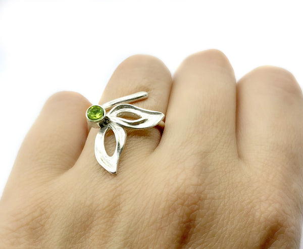 flower ring, green peridot silver ring, contemporary silver ring adjustable