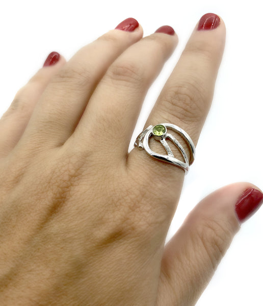 green peridot ring, August birthstone ring, modern silver ring - Handmade with love from Greece