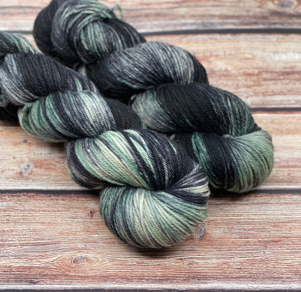 Black Wing on Creme Puff MCN DK