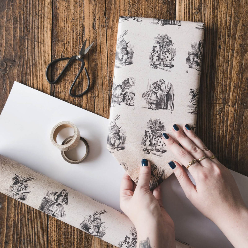 Alice in Wonderland Gift Wrap Set
