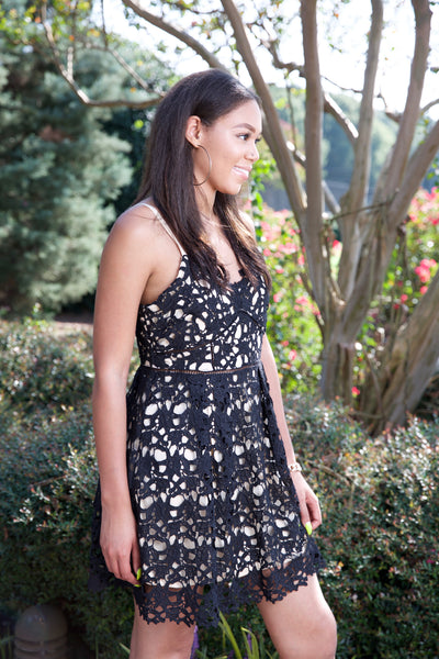 Dare to stare dress - black