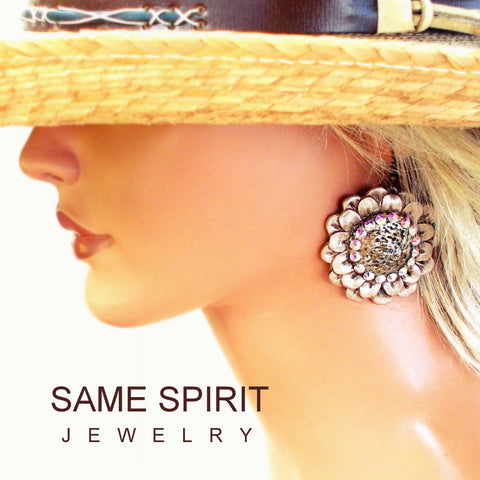 Same Spirit Ring of Fire Daisy Cream Pearl Earrings