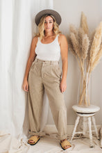 Load image into Gallery viewer, Vintage Dad Corduroy Jeans - 32