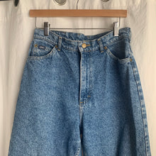 Load image into Gallery viewer, Vintage Lee Mom Jeans - 29/20