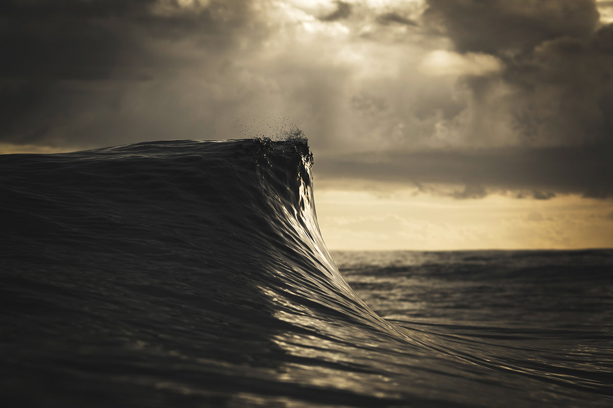 peaking wave image by Ben Thouard