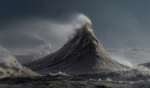 photo of Great Lake wave exploding with water and foam