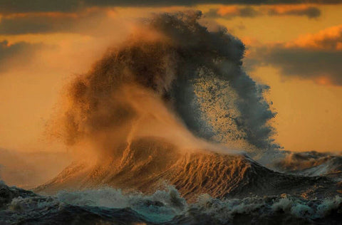 Photo of Great Lake mountainous wave by Dave Sandford