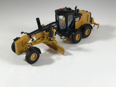 Diecast Masters HO Scale Caterpillar 12M3 Grader